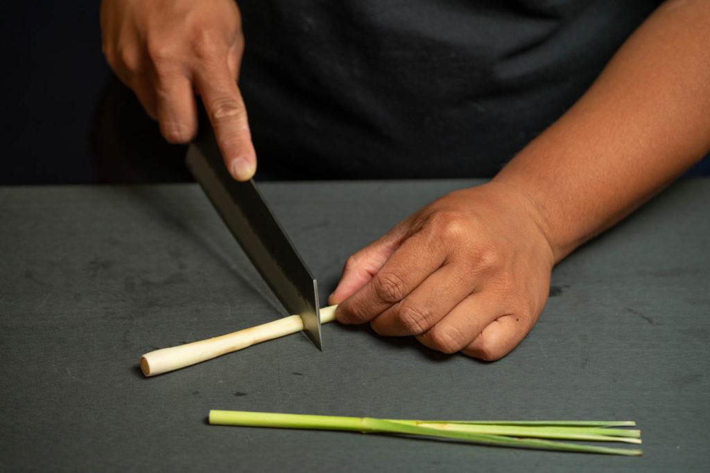 Slice lemongrass to finger length sticks