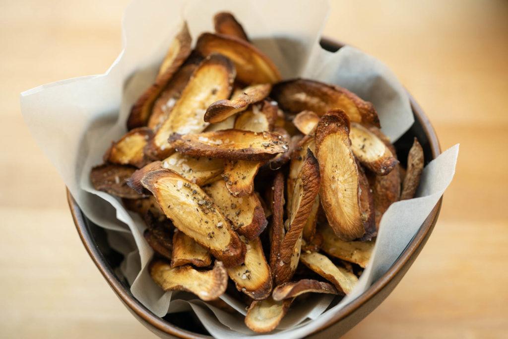 Air fried burdock root (gobo) chips