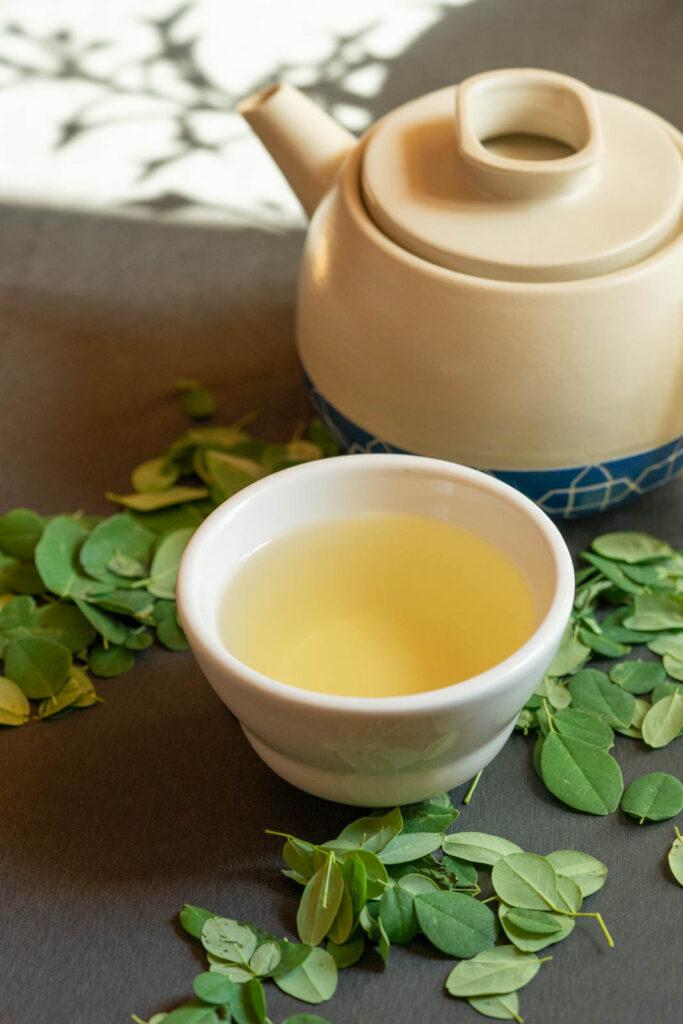fresh moringa leaf tea