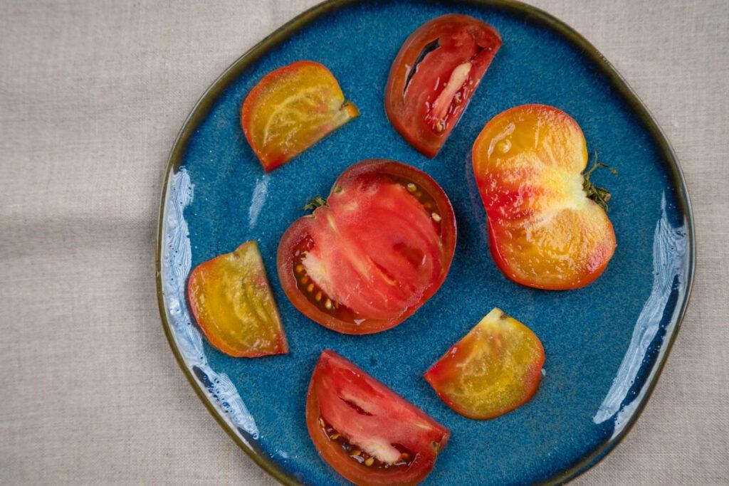 heirloom tomato slices