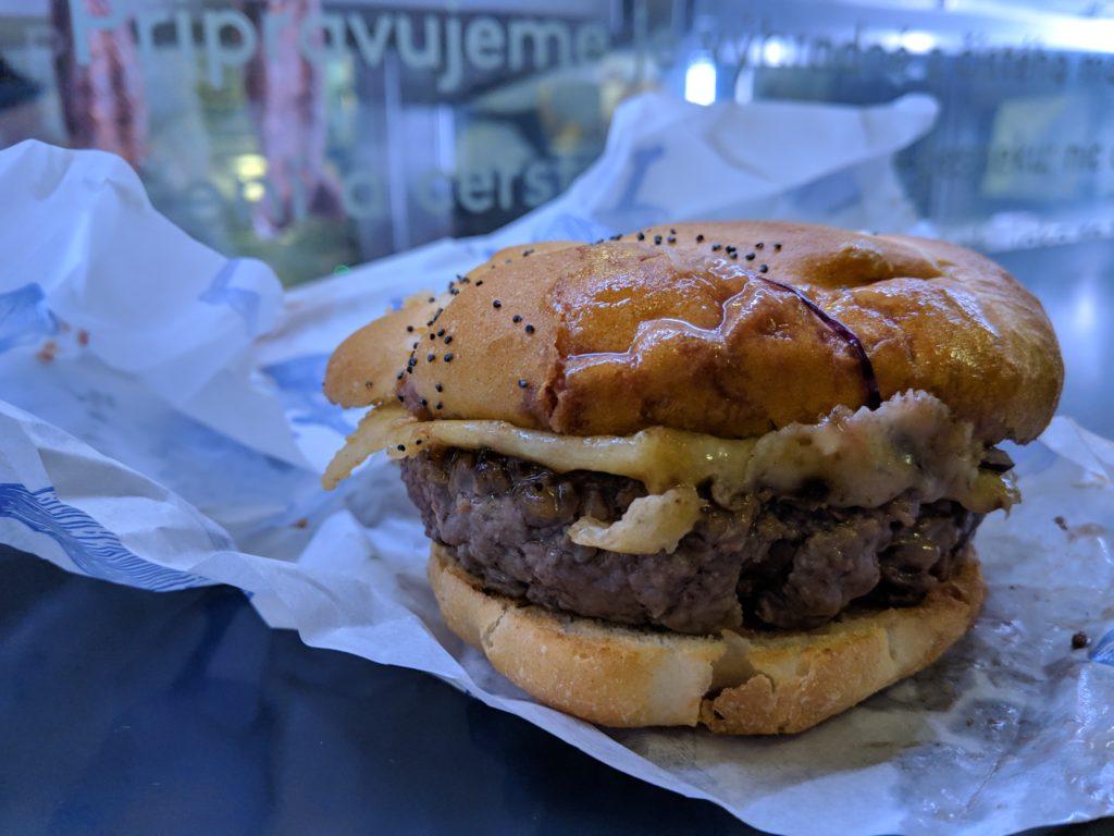 Cheeseburger, Naše maso, Prague