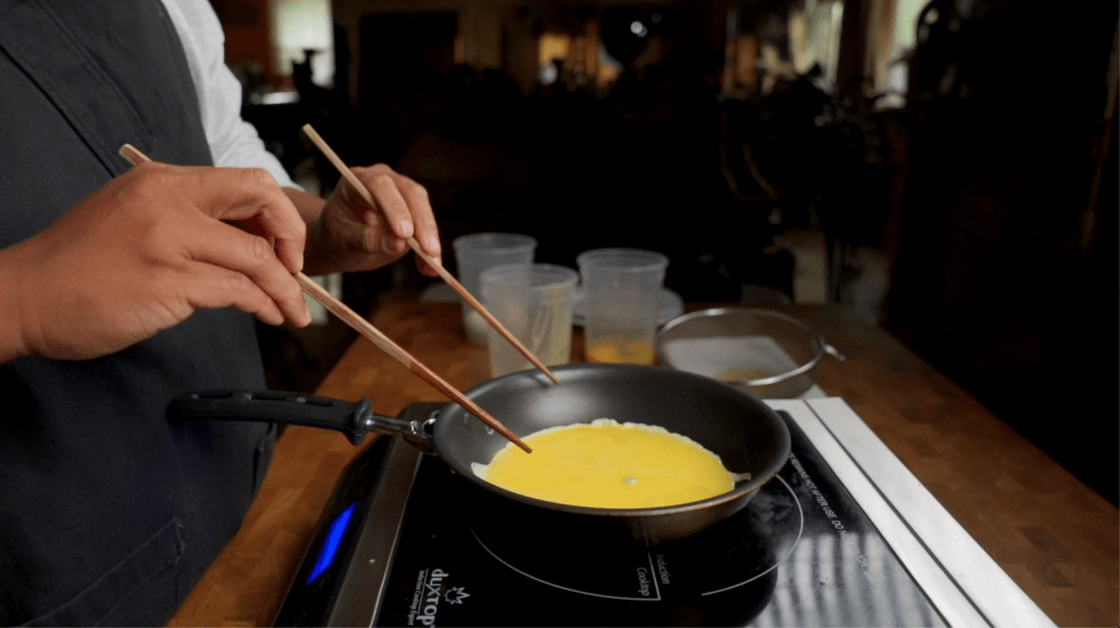 edges of omurice are cooked