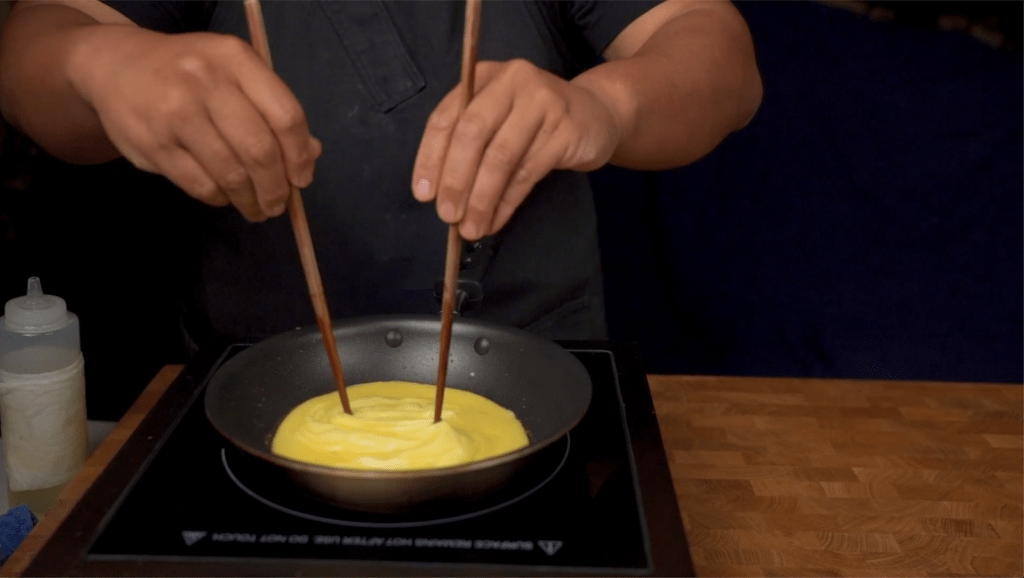 shaping the tornado omurice